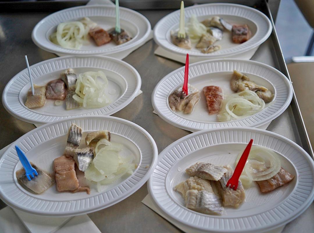 N-VA verwent rusthuisbewoners met haringfilet